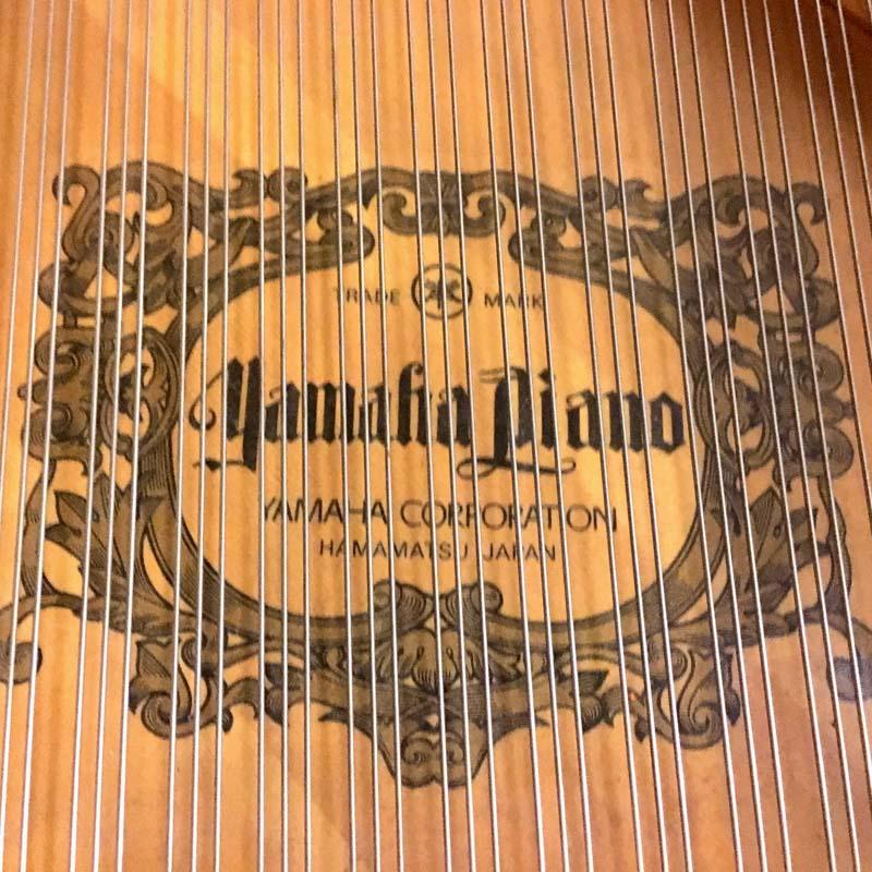 Yamaha C3ED merk op zangbodem