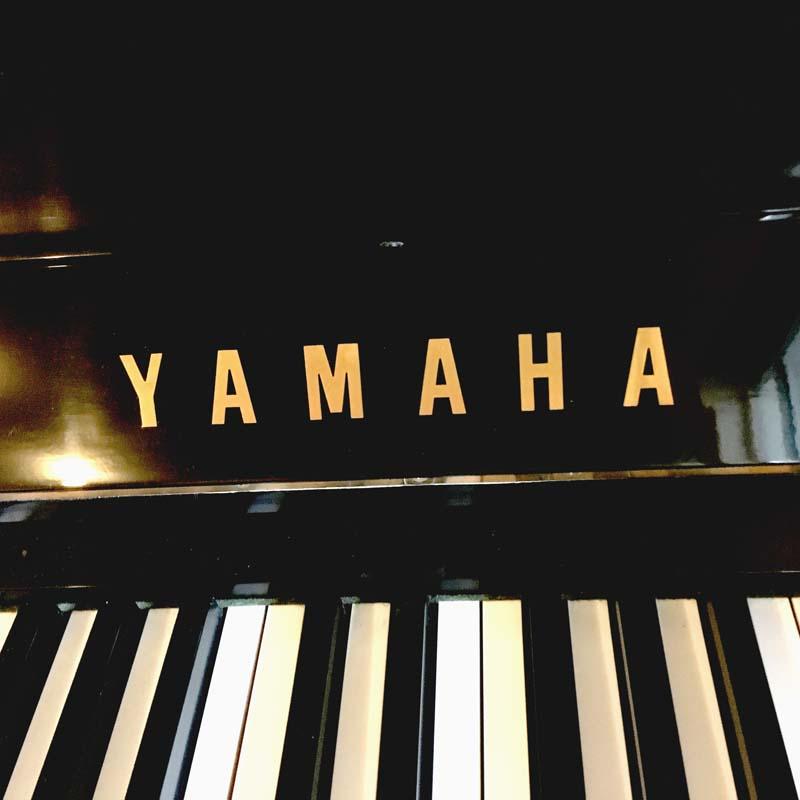 Yamaha U1H merk en toetsen