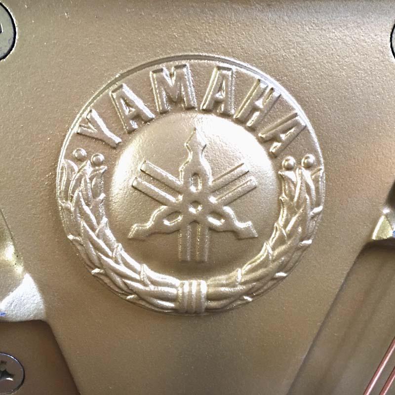yamahaU10A 4915993 piano embleem