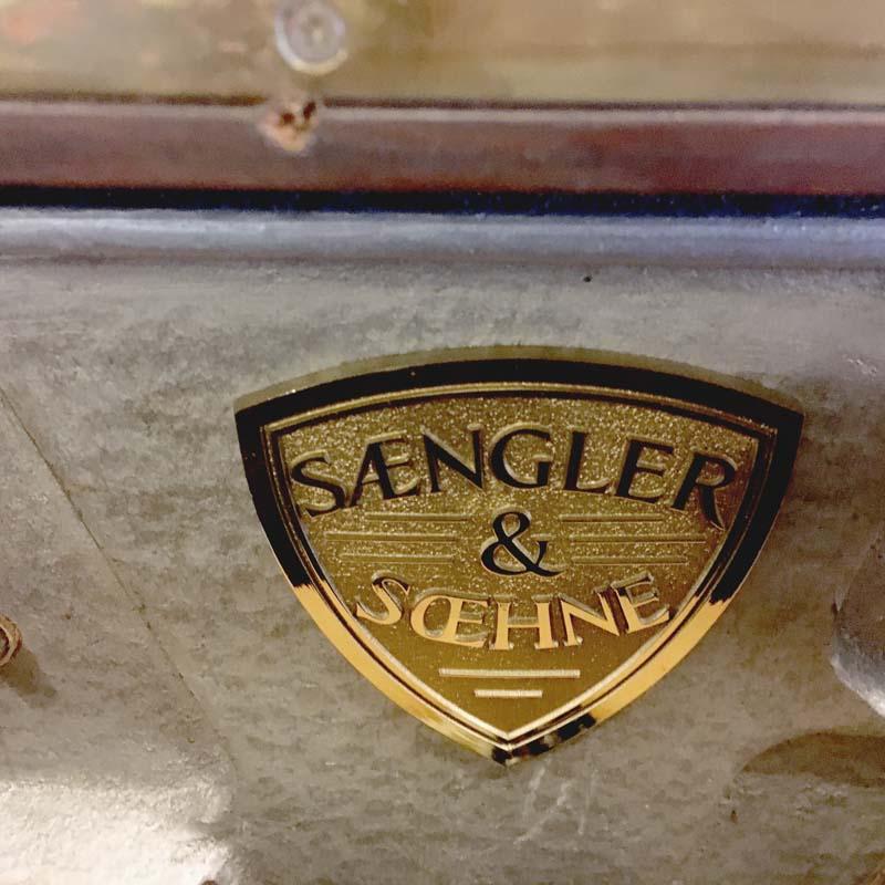 Sangler & Sohne embleem in pantserraam