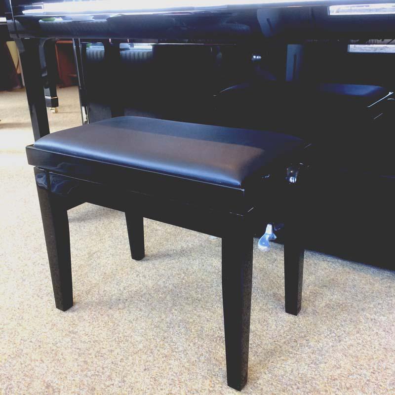 klassieke pianobank bij piano