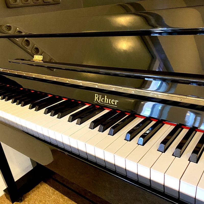 Richter piano toetsen zijkant