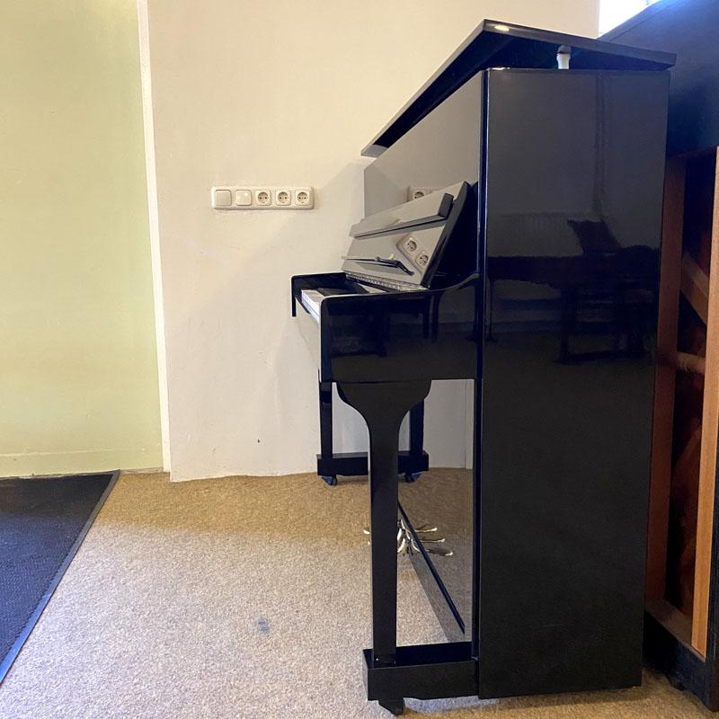 Richter piano zijkant kast